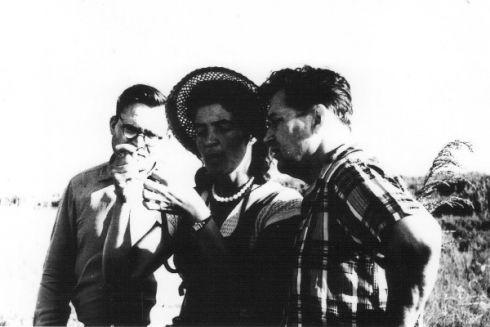 О. Гончар з Т. Ардамацькою під час кільцювання пташенят на одному з островів заповідника